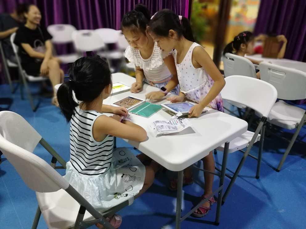 上海创客教育孩子们在互动学习
